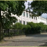 Zobaczysz duży jasny budynek Kurii Diecezjalnej oraz Muzeum Diecezjalnego - Jesteś u CELU!
